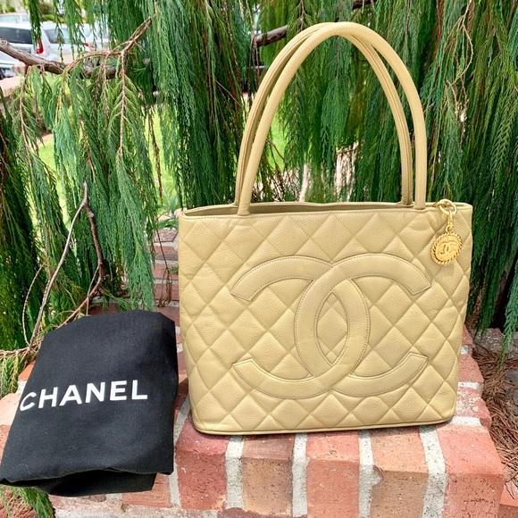 CHANEL Handbags - 🎉HOST PICK🎉CHANEL Iconic Caviar Medallion Tote